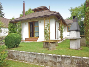 Three-Bedroom Holiday Home in Velke Popovice  Велке Поповице