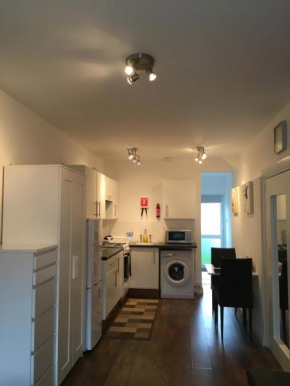 Гостиница Self-contained Studio Apartment close to London City  Норхолт