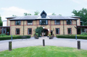 Отель Gilwell Park  Chingford