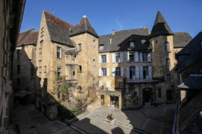 Гостиница In Sarlat Luxury Rentals, Medieval Center  Сарла-Ла-Канэда