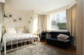 Отель Belsize Park Studio Apartments  Лондон